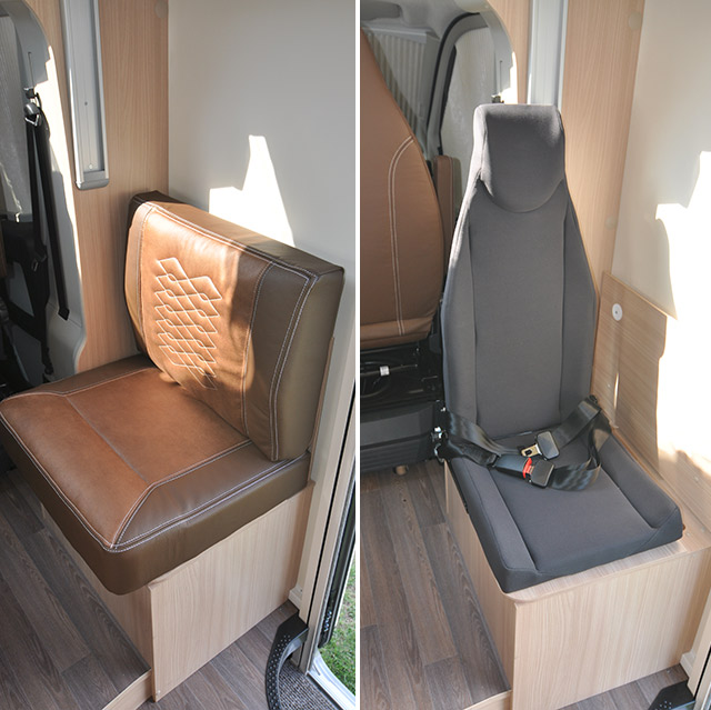 A la banqueta del lado derecho del salón se le pueden substituir los cojines por un asiento con cinturón de seguridad y se consigue una quinta plaza de ruta legal y segura