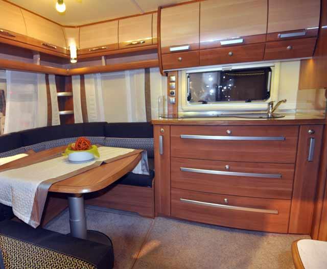 Salón y bloque cocina de la Opal 520 SFB