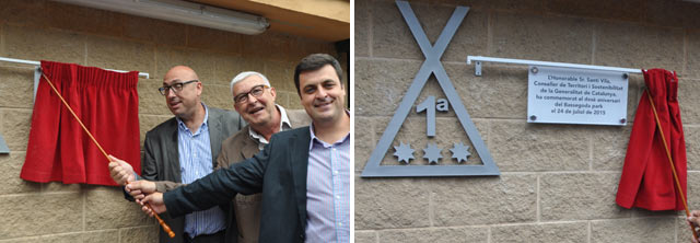 De izquierda a derecha: Ferran Roquer, Joan Fàbregas y Esteve Guerra descubriendo la placa conmemorativa del 10º aniversario