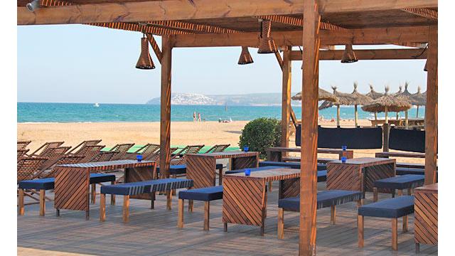 ¿Qué puede ser más cómodo para cualquier campista que ir a la playa sin necesidad de coger el monedero para tomarse un refresco en la terraza del bar?