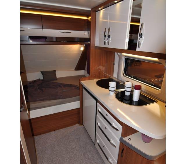 Cocina y cama de la Excellent 455 UF