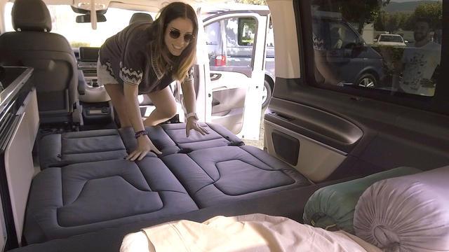 El montaje de la cama inferior es eléctrico pero algo lento.