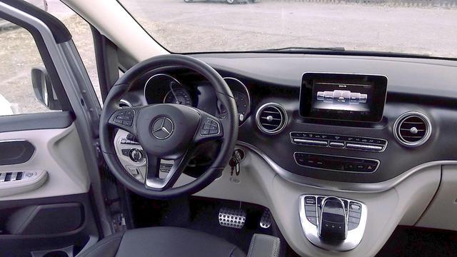 El diseño del salpicadero es elegante y sobrio, un Mercedes en toda regla.