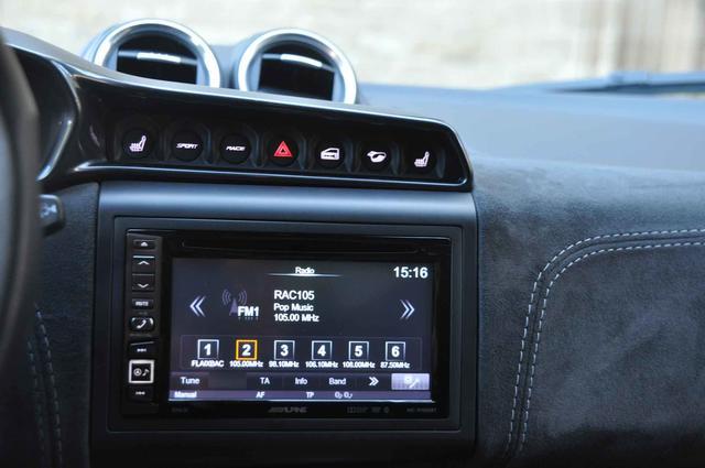 El navegador muestra la evolución tecnológica del coche.