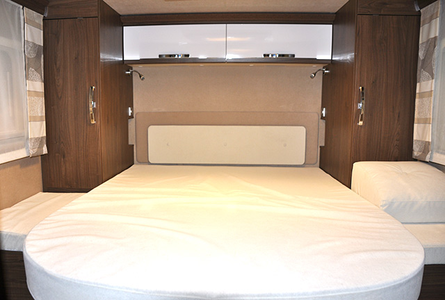 El dormitorio principal de la Frankia I 8400 QD Platin