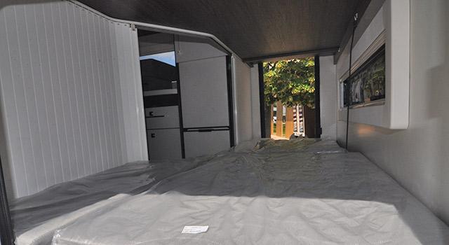 Garaje accesible desde ambos lados de la autocaravana