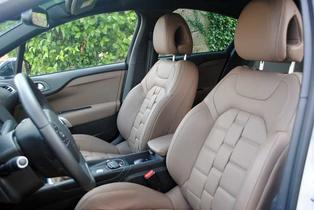 Los asientos muestran la calidad y el diseño excelente de la firma