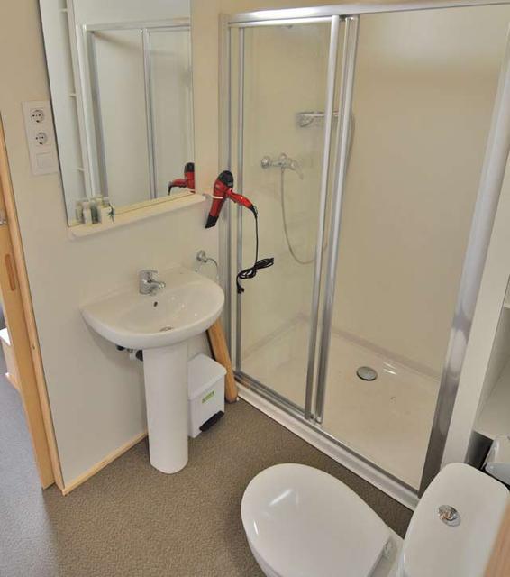 Cuarto de baño de la 1ª planta, con el detalle del secador