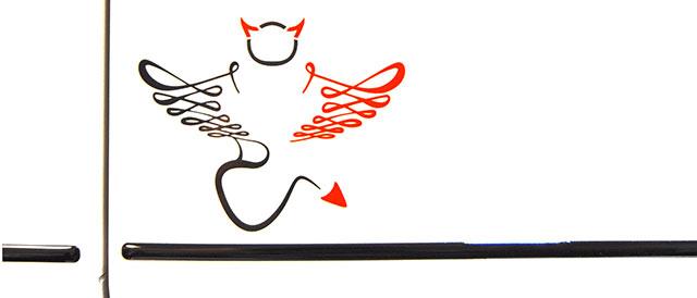 El logo de los Saint&Sinner  pone de relieve la dualidad ángel-demonio