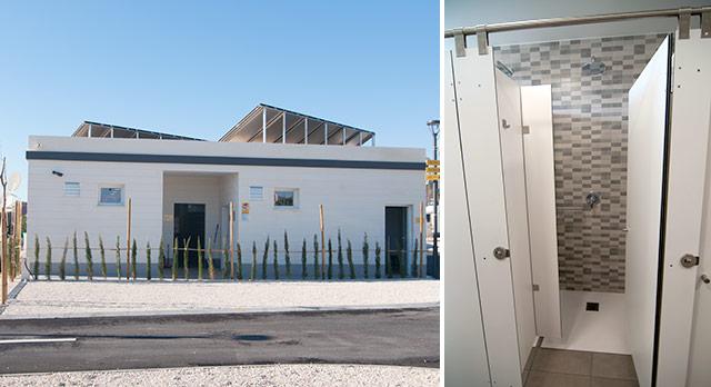 El bloque sanitario y una ducha del Sol de Calpe Boreal