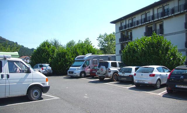 Las autocaravanas pueden estacionar como cualquier vehículo y dormir en su interior.